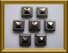 50   Nieten Pyramide 7mm Black Nickel