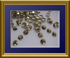 1440   Studs 2mm Goldgelb