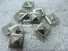50 Hotfix Bügelnieten Nieten Quadrat Pyramide Silber 8 mm